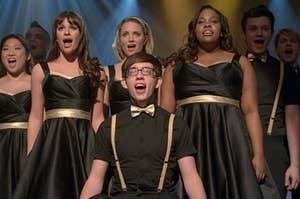 Tina, Rachel, Quinn, Artie, Mercedes, Kurt, and Sam performing at a show