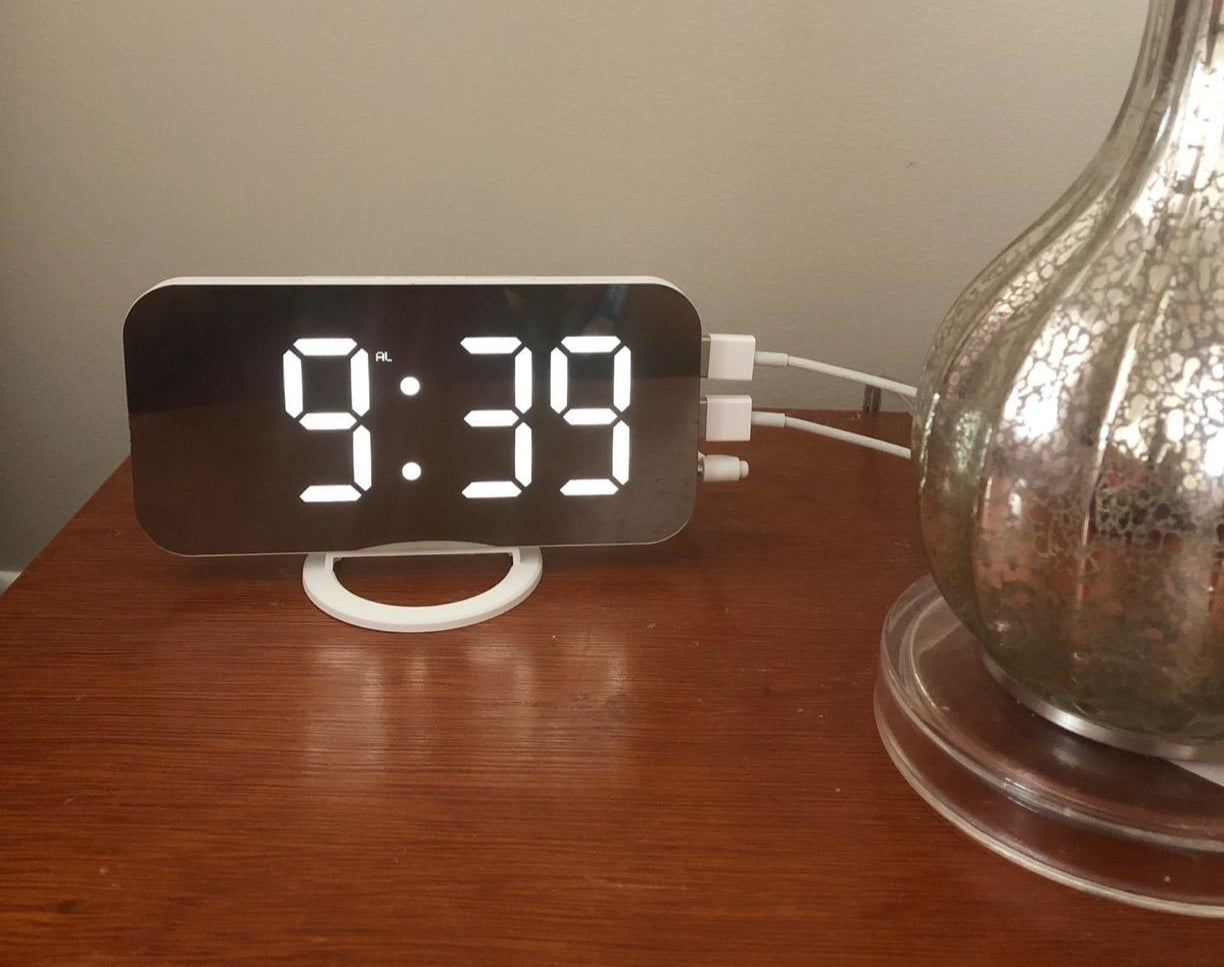 A reviewer's alarm clock with two devices plugged in