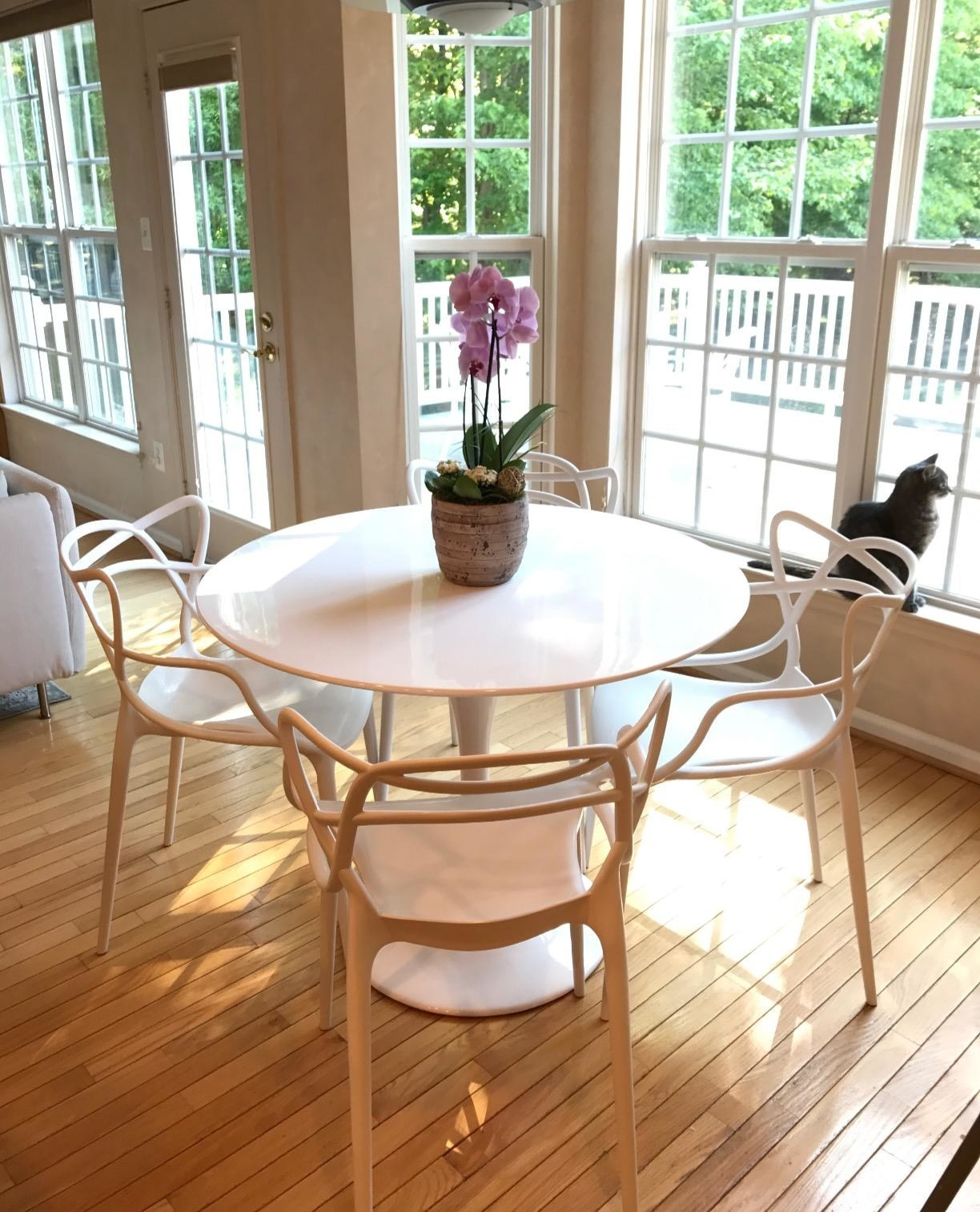 Reviewer pic of the round-top table in white with four chairs around it.