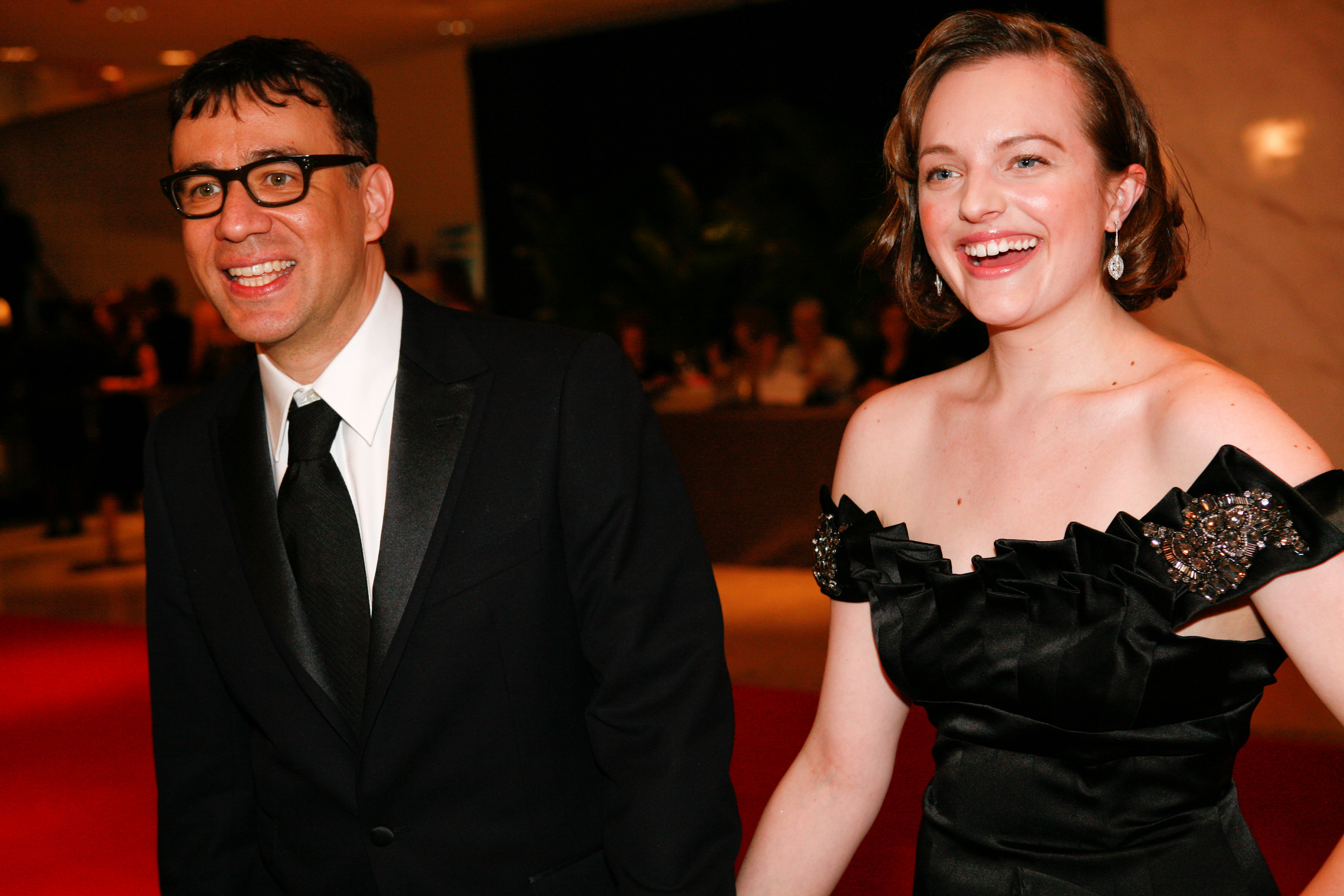Fred Armisen and Elisabeth Moss walking into the White House Correspondence dinner in 2010