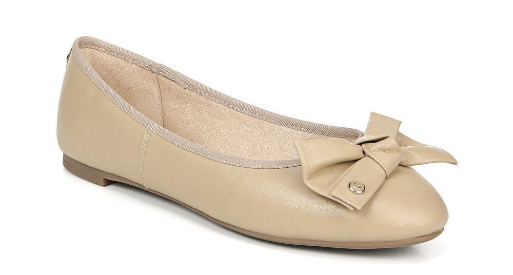 Nude rounde toe ballet flats with large bow
