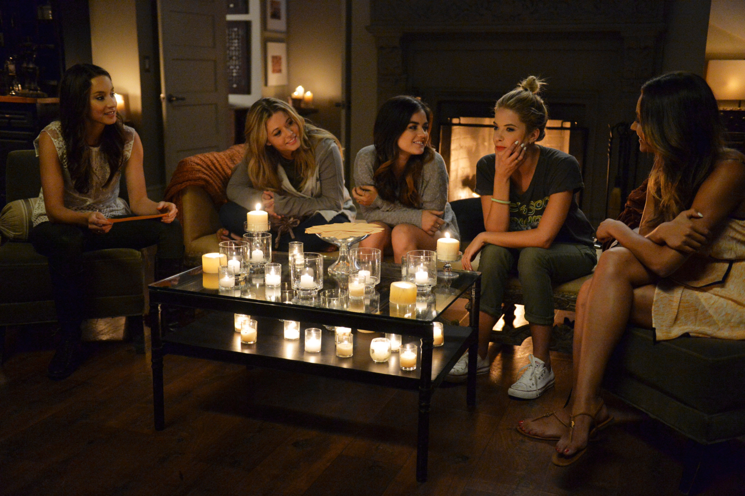 A still of Spencer Hastings, Alison DiLaurentis, Aria Montgomery, Hanna Marin, and Emily Fields in Pretty Little Liars