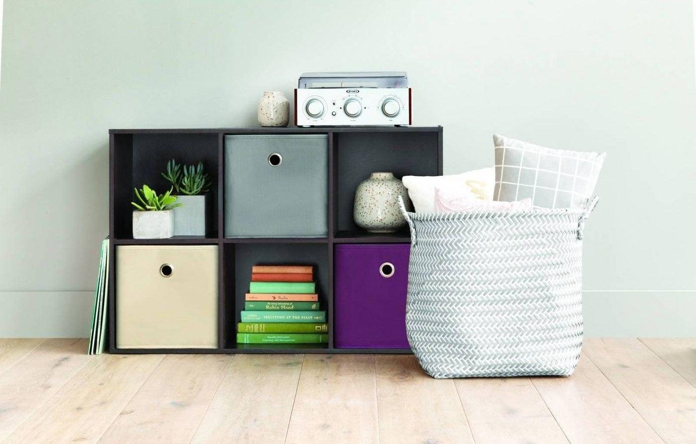 The 6-cube shelf organizer