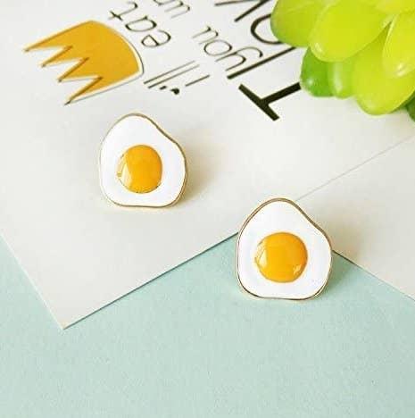 The gold-rimmed earrings shaped like sunny side up eggs