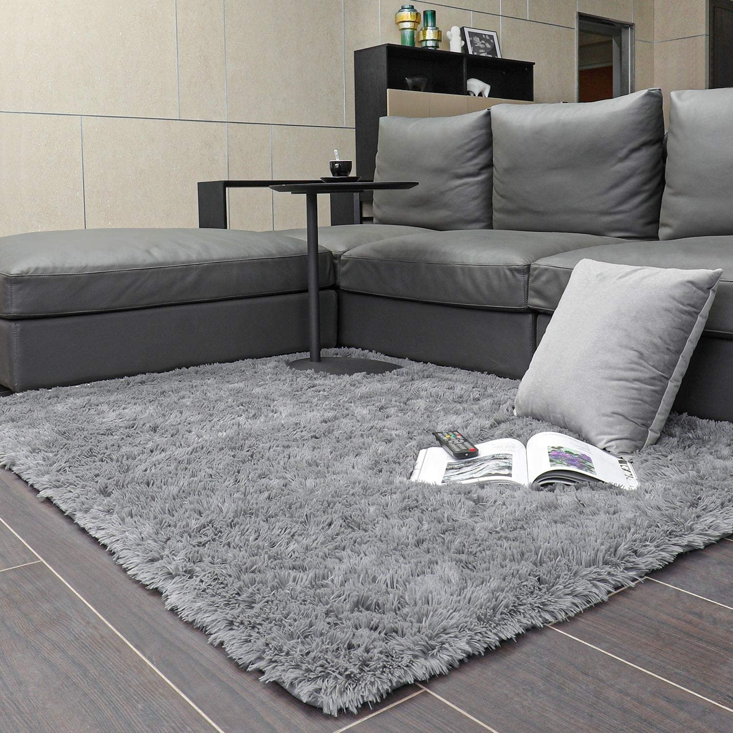 Gray shag rug in a living room