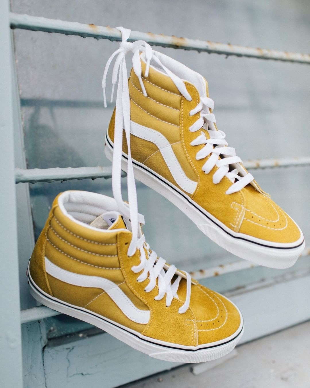 Product photo showing Vans SK8-Hi in olive oil/white