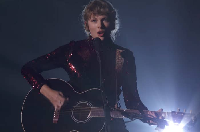 Taylor singing Betty at the ACMs