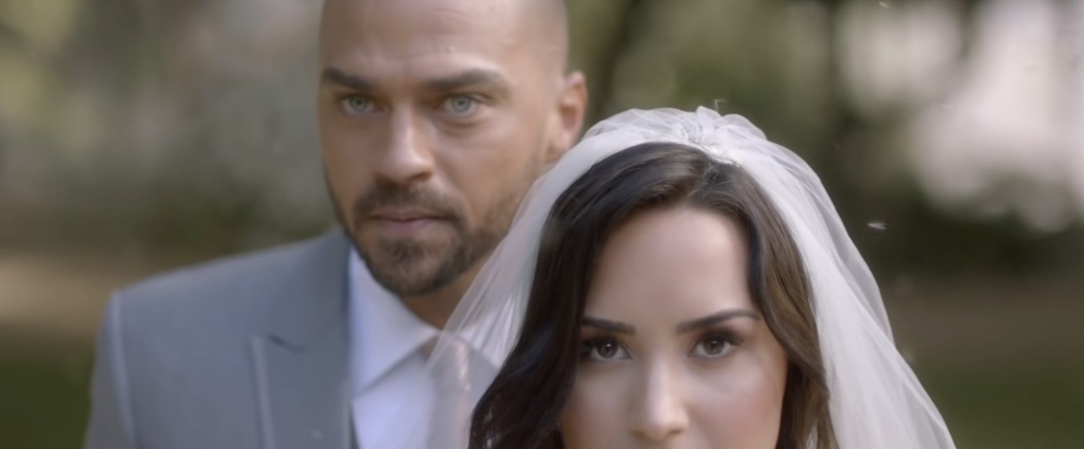 Jesse standing behind Demi on their wedding day.