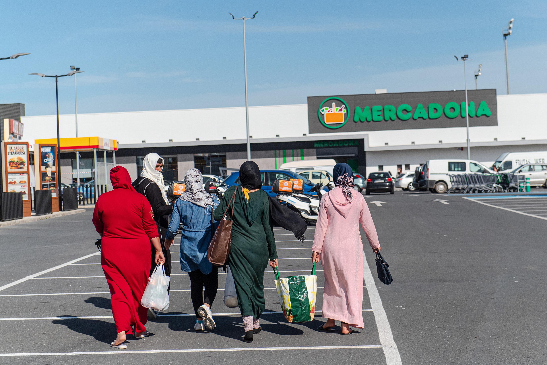 Five women walk towards a Mercadona supermarket