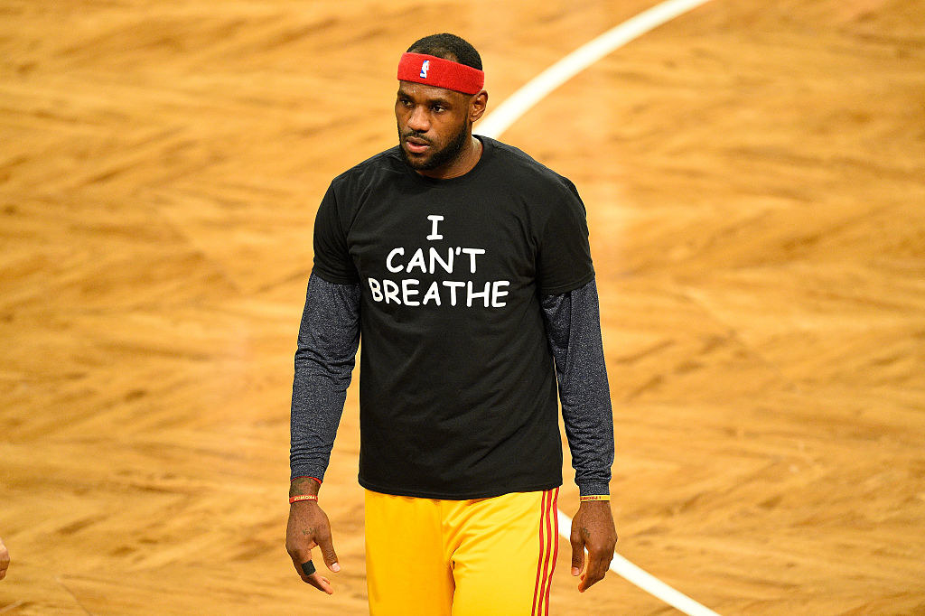 """LeBron wearing a """"I Can't Breathe"""" shirt in 2014."""
