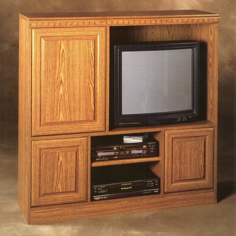 A '90s TV entertainment center with a '90s TV and VCR