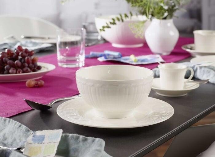 The white ceramic dish set