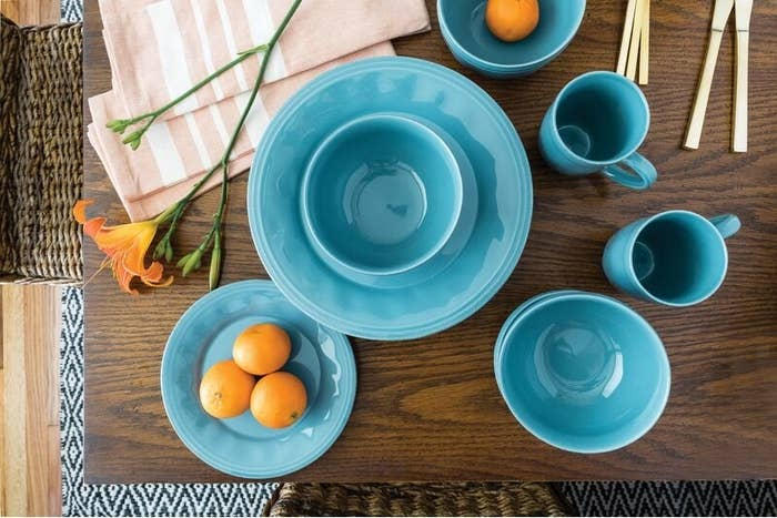 The bright blue dish set