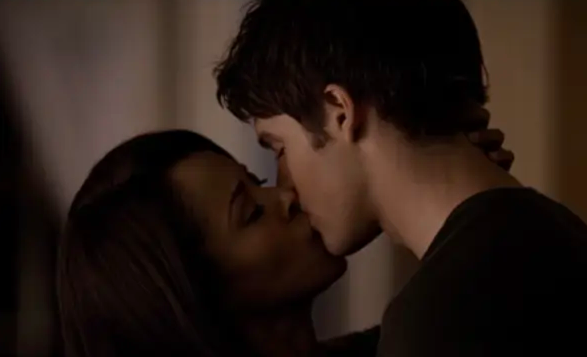 Jeremy and Bonnie make out