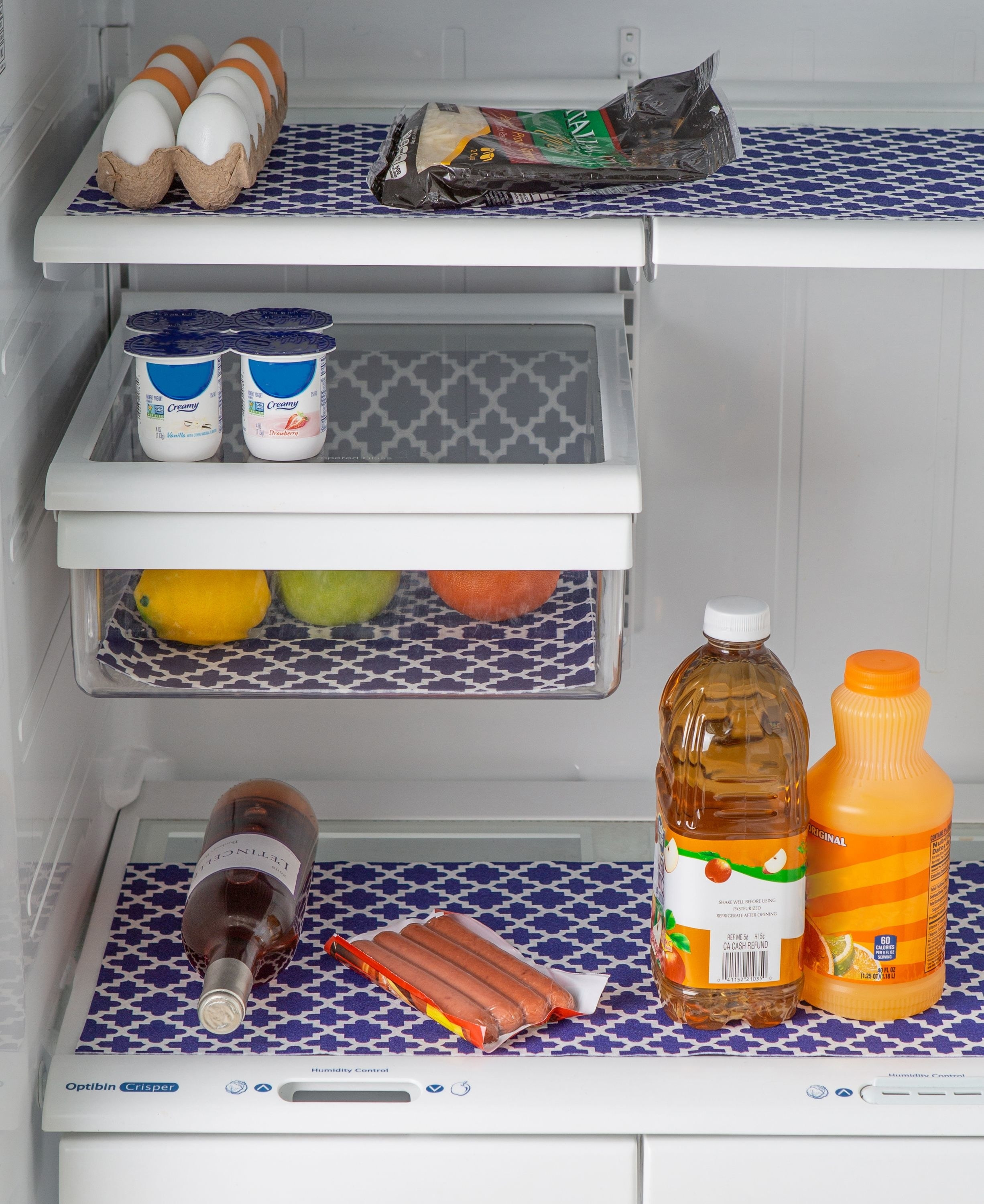 Refrigerator with blue lattice shelf liners