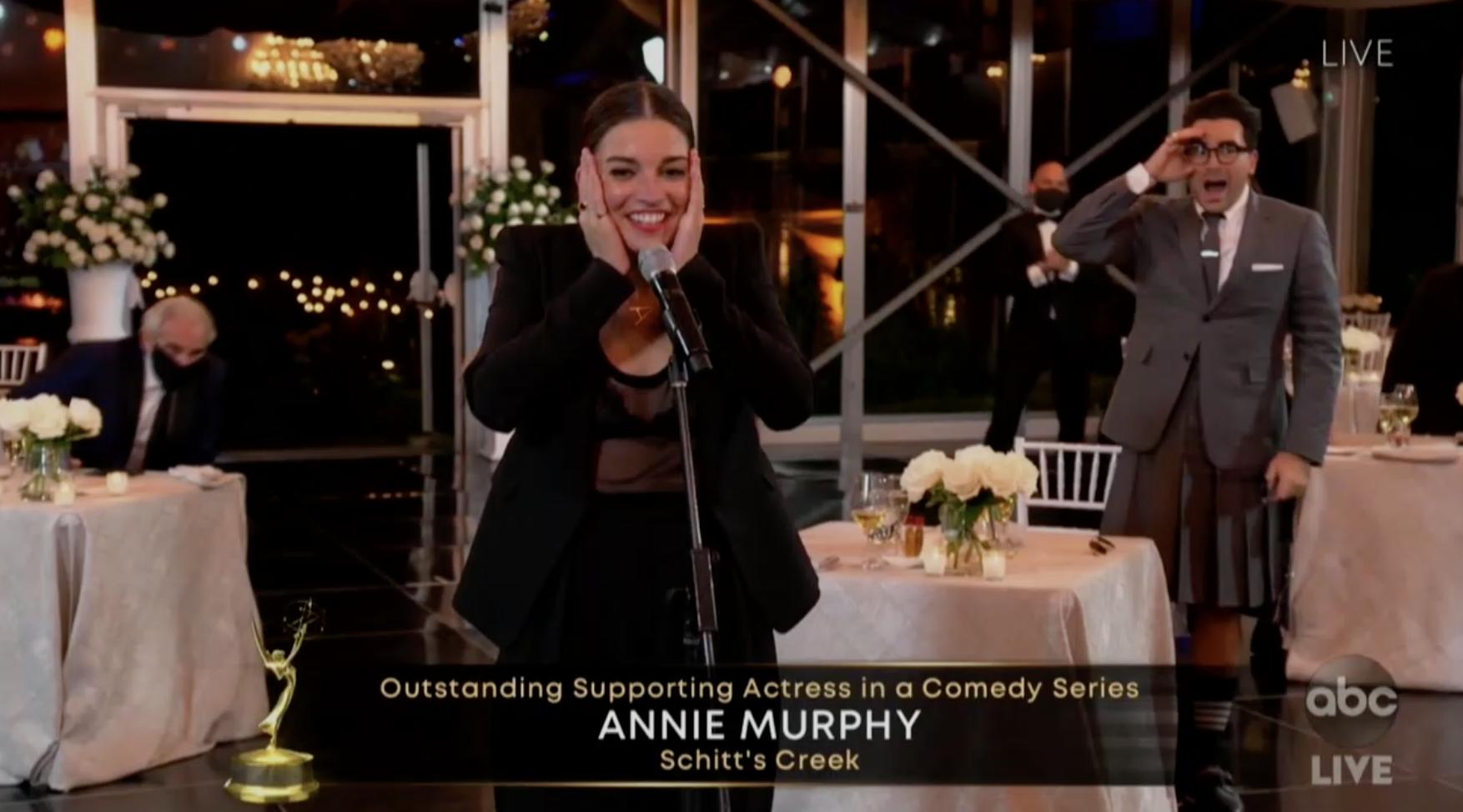 Annie Murphy winning her 2020 Emmy Award