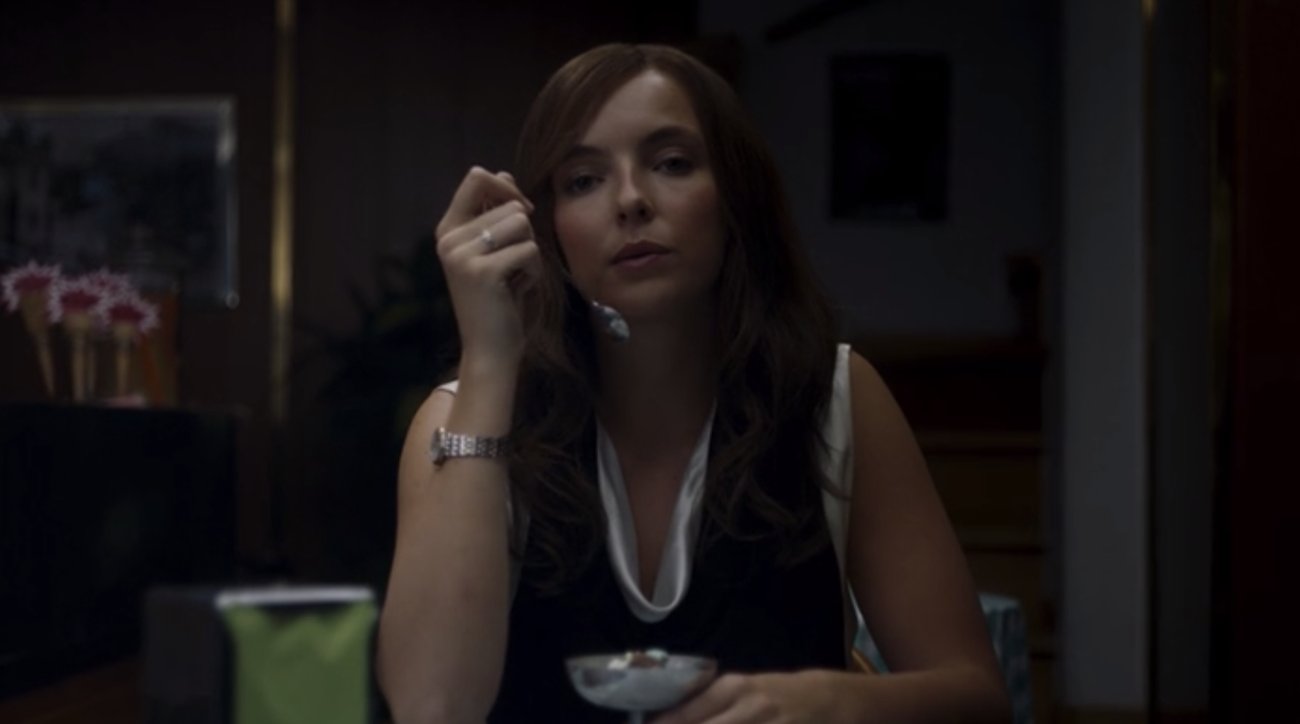 Villanelle staring at a little girl while eating ice cream.
