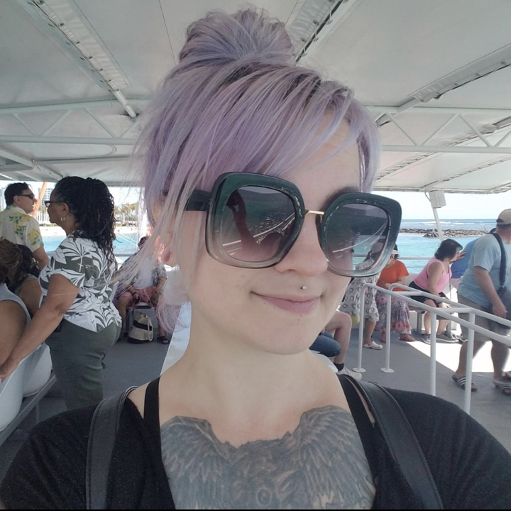 Reviewer with dyed lavender hair that has maintained its color
