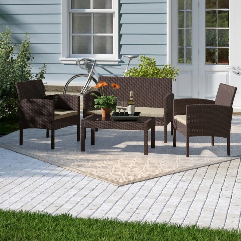 the wicker outdoor furniture set