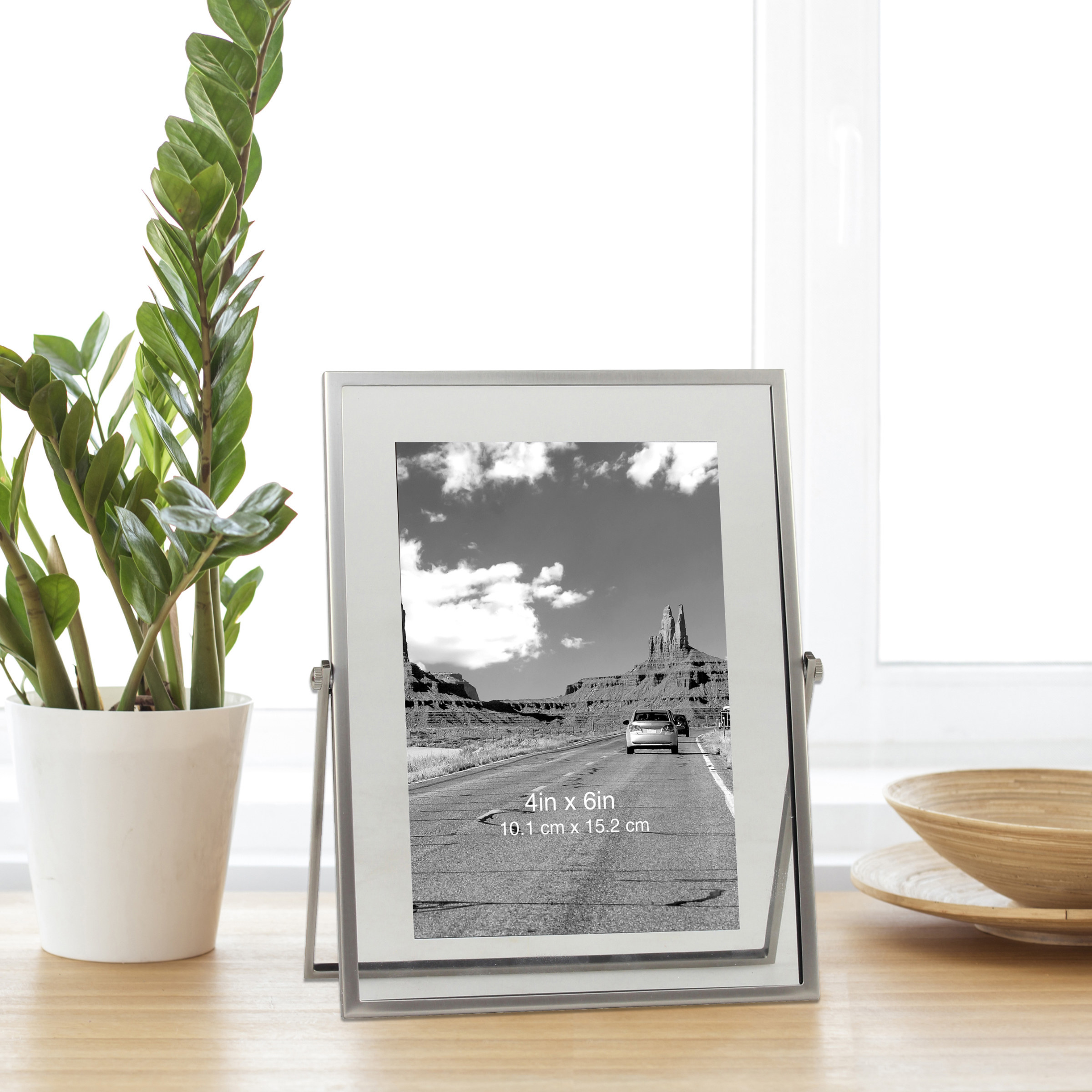 The floating frame in silver