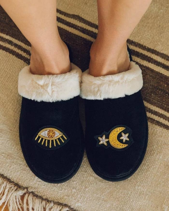 The slippers in black velvet, featuring an embroidered stars and eye design