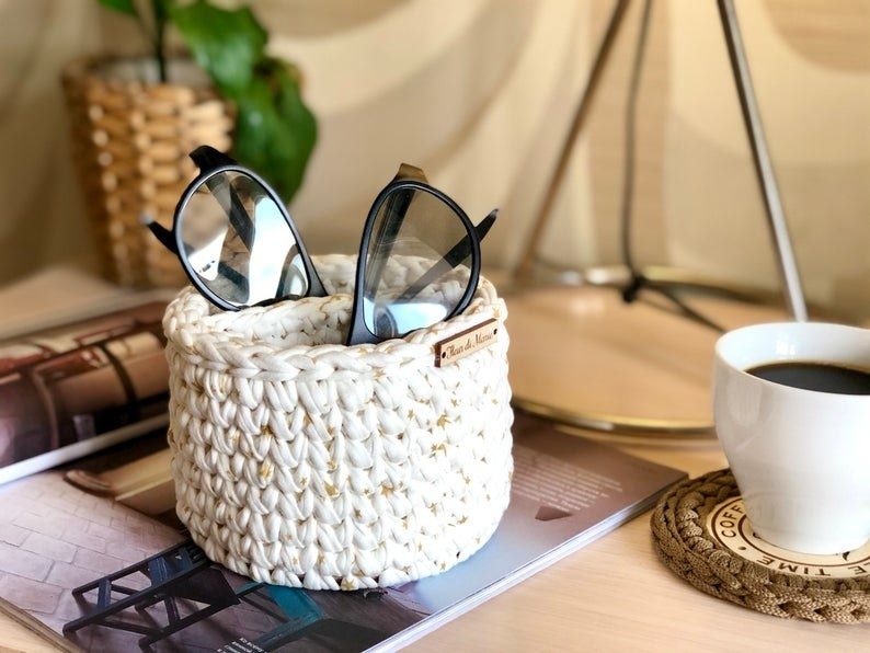 the white holder made from knitted yarn with two compartments to hold two eyeglasses