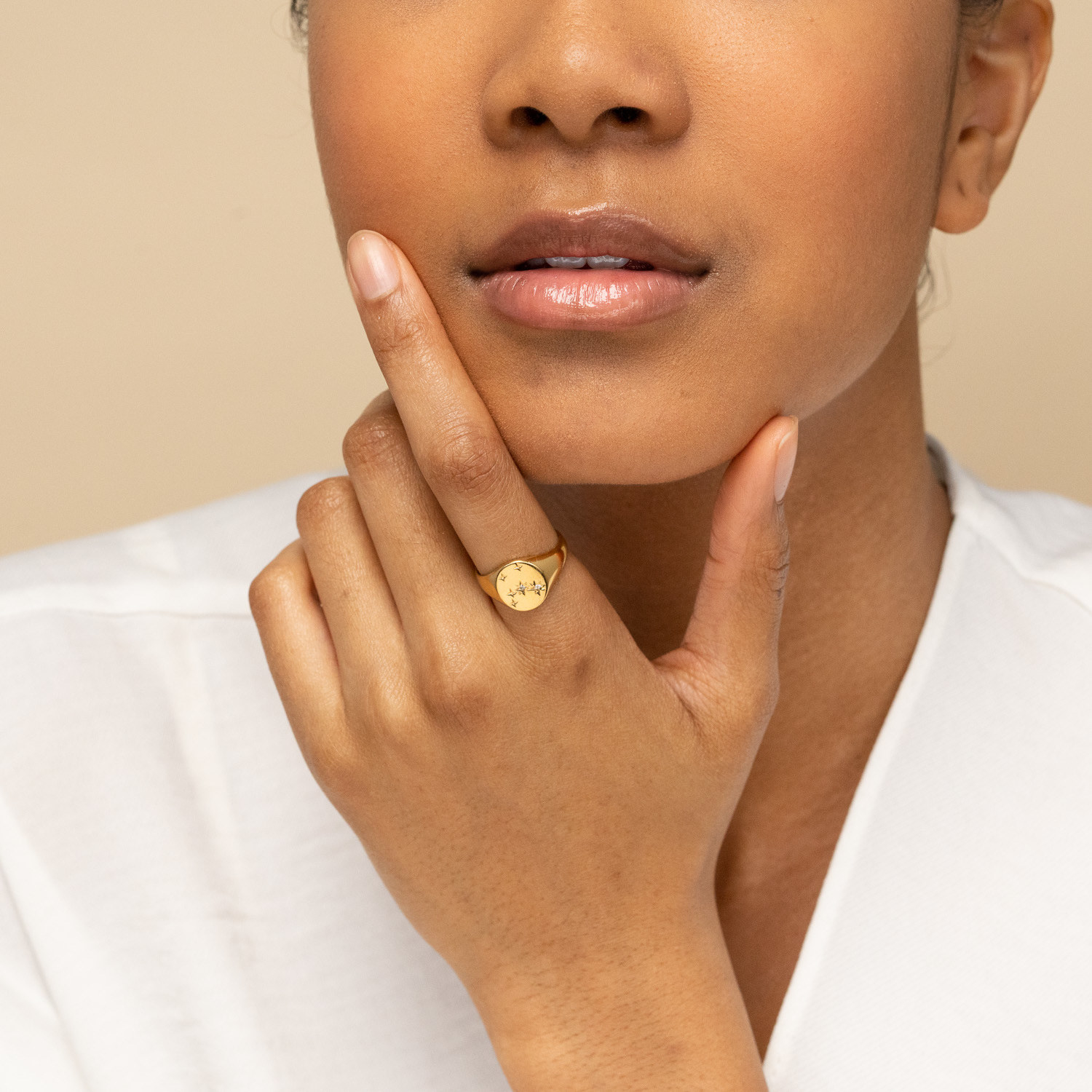 A model with the signet ring on their index finger