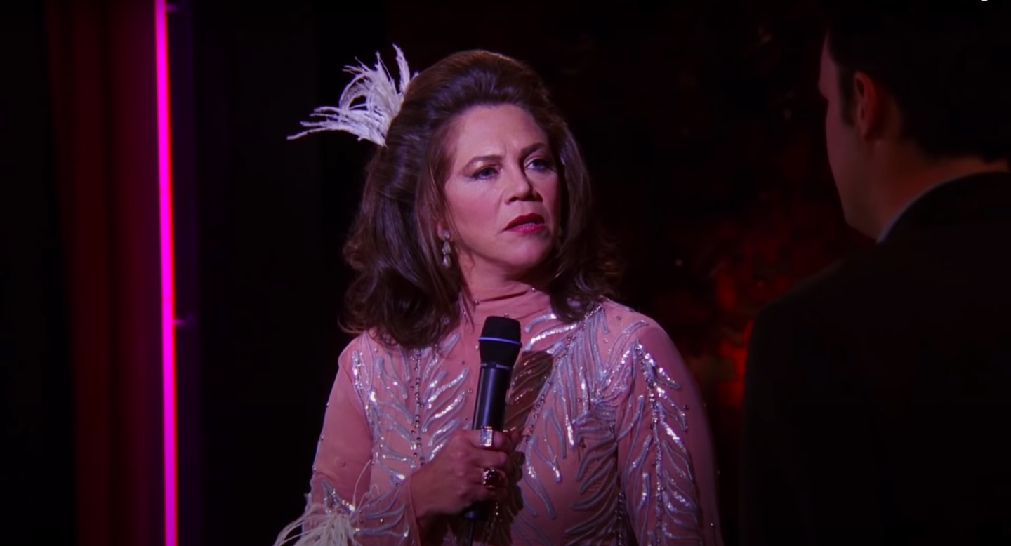Chandler's dad, played by Kathleen Turner, looks at Chandler