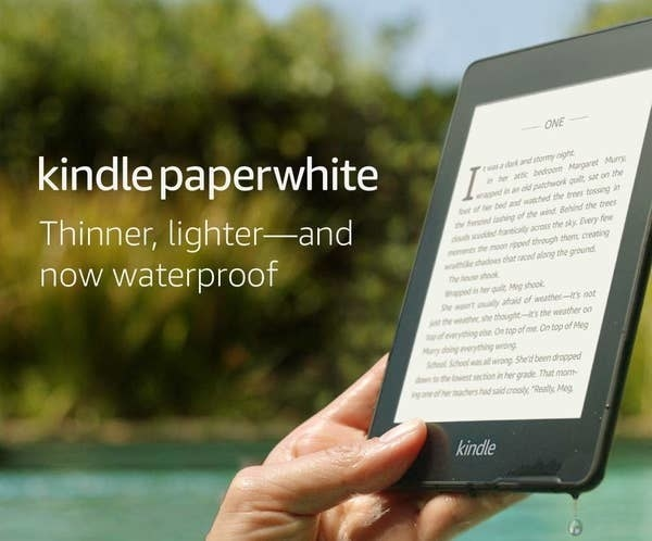 A person holding the Kindle with the page very clear to see while outside by the pool