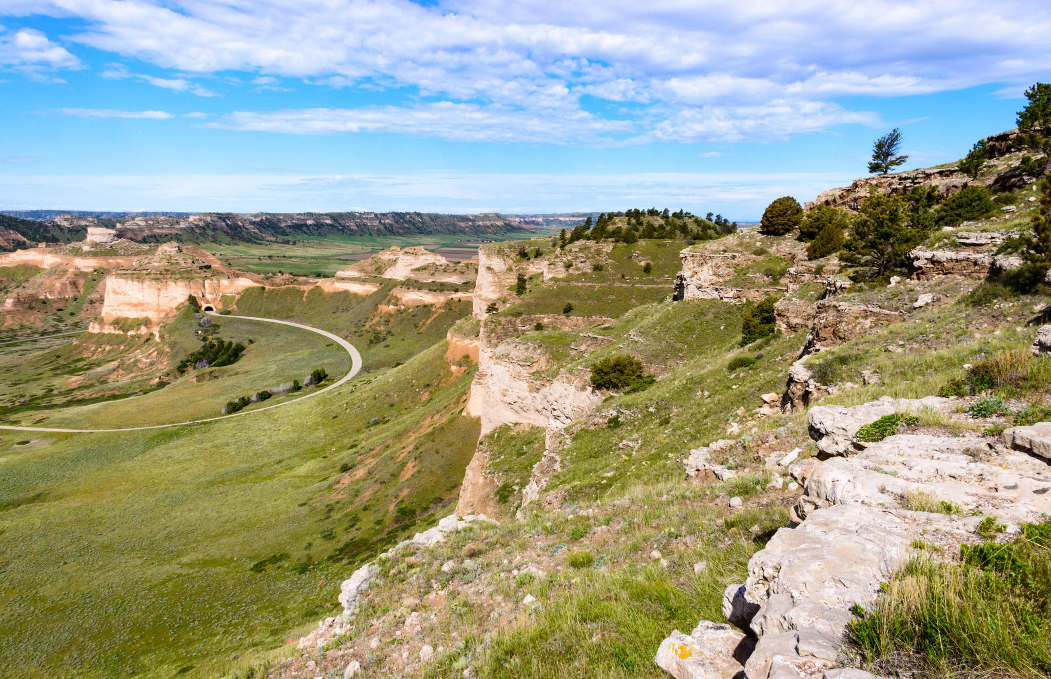 Grass-covered rocky hills of Scotts Bluff National Monument