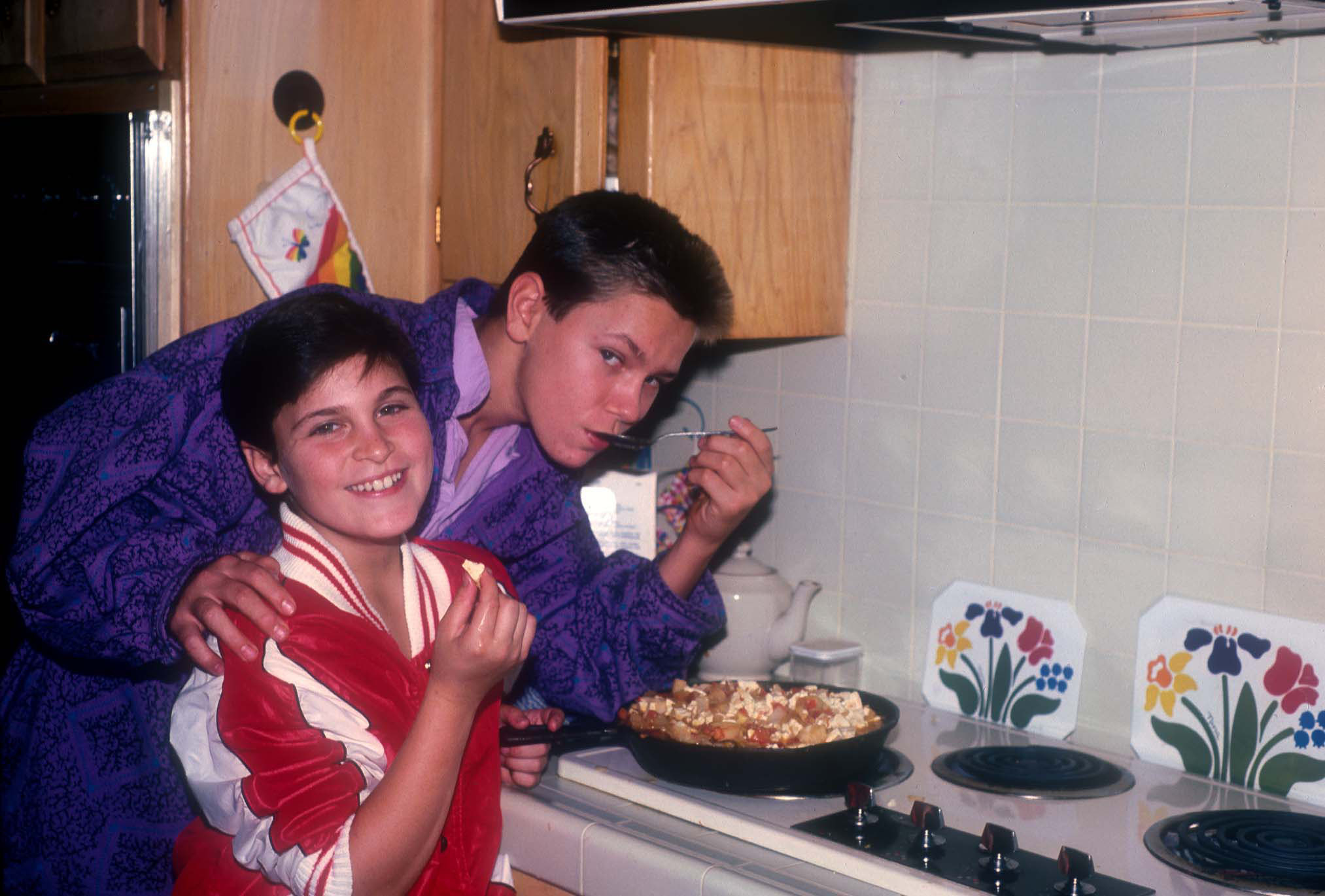 American actors Joaquin and River Phoenix cooking at their home in Los Angeles, California, US, circa 1985.