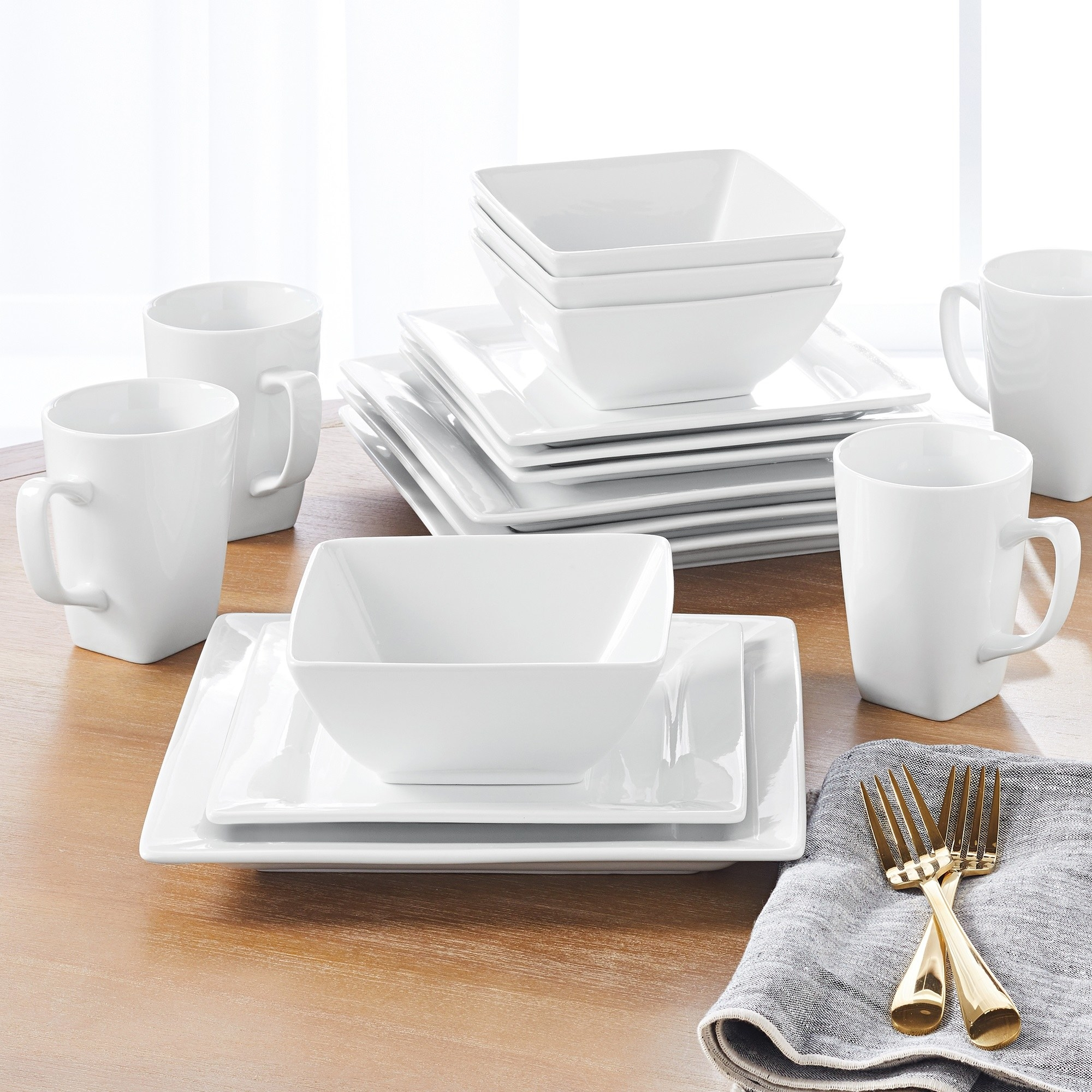 The white dinnerware set