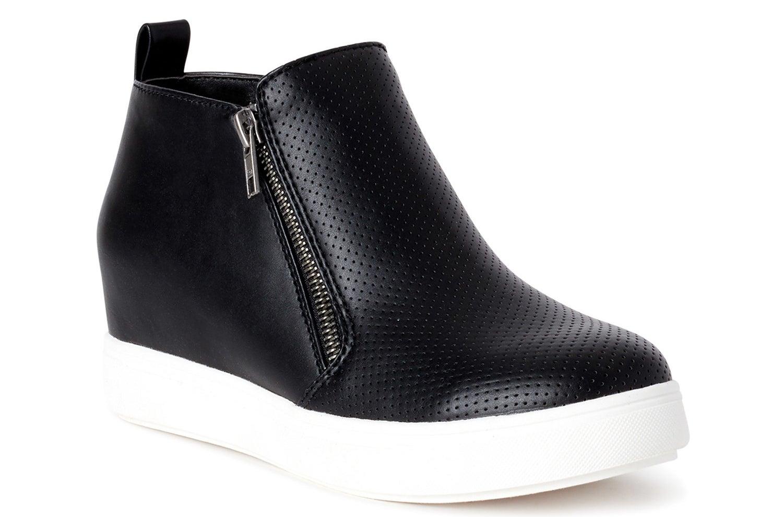 The black shoe
