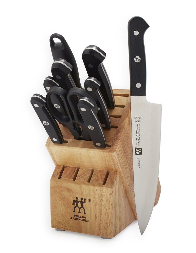 The knives inside a standard block