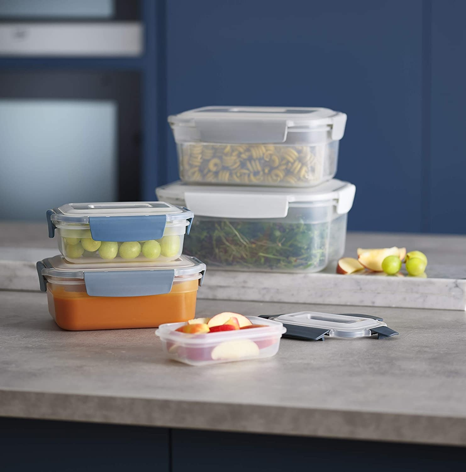 The containers, featuring the lockable snap-together lids