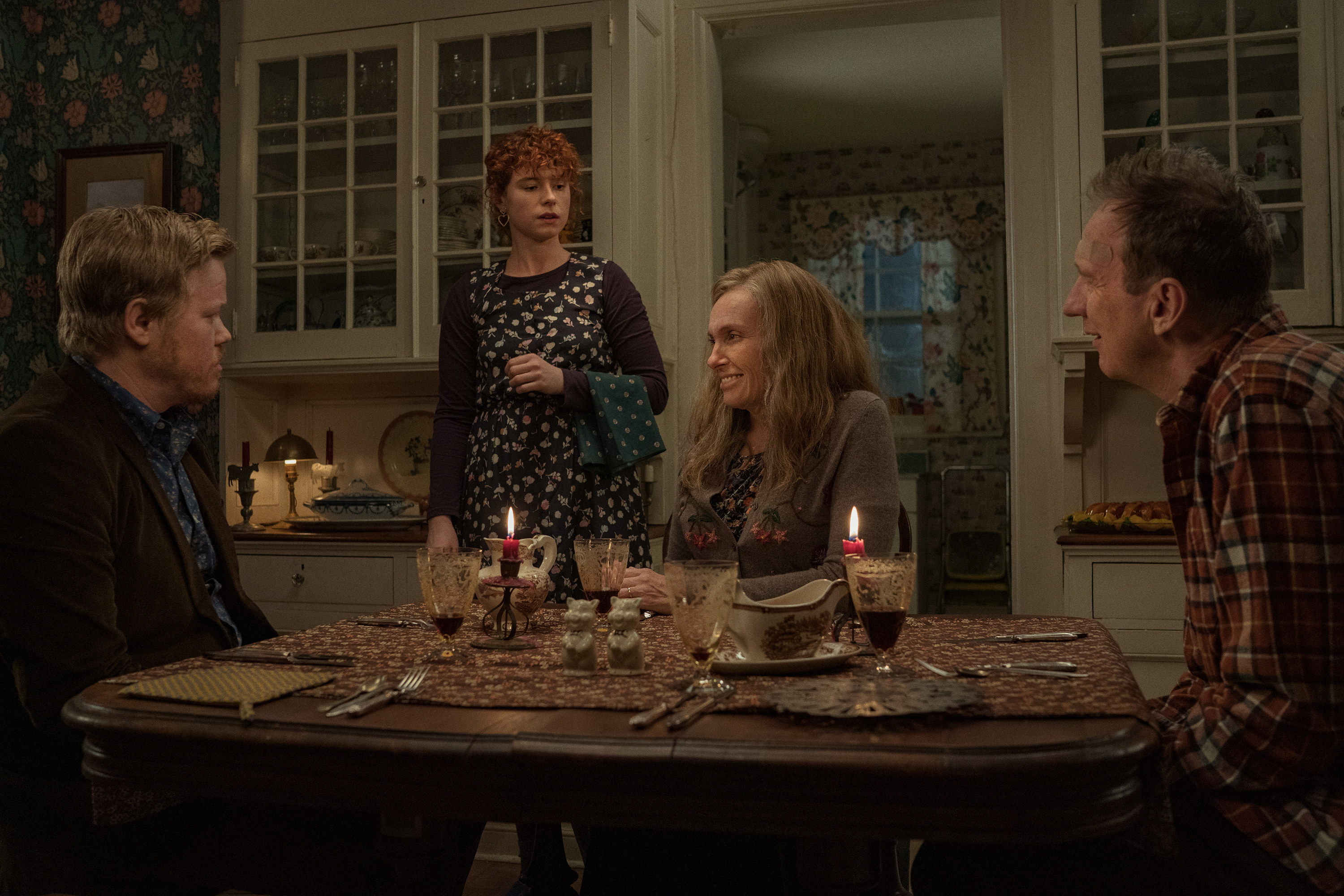 Jesse Plemons as Jake, Jessie Buckley as Young Woman, Toni Collette as Mother, David Thewlis as Father in Im Thinking Of Ending Things