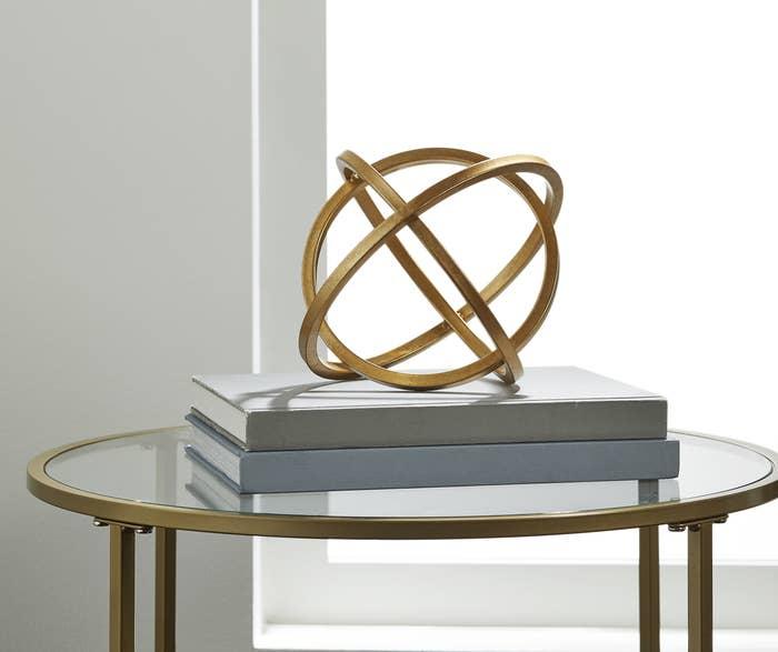 The gold round decor