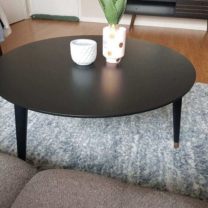 Reviewer's photo of the spacious round table in black