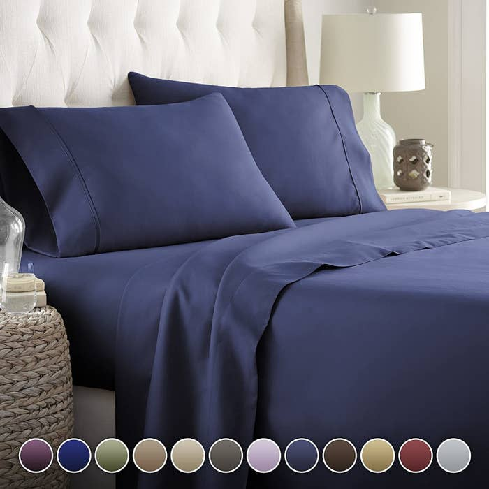 the sheet set in navy color