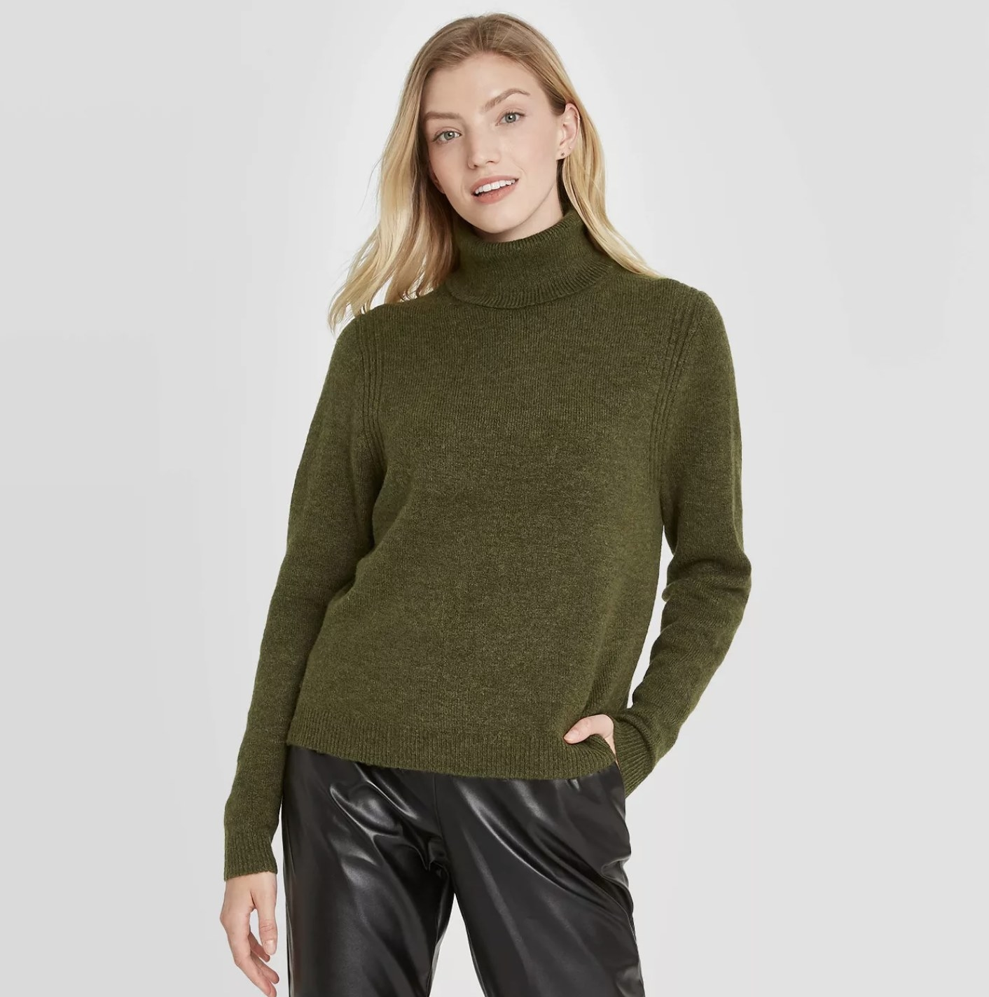 Model is wearing a forest green turtleneck pullover sweater