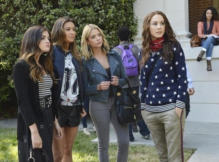 The four friends of Pretty Little Liars dressed fashionable
