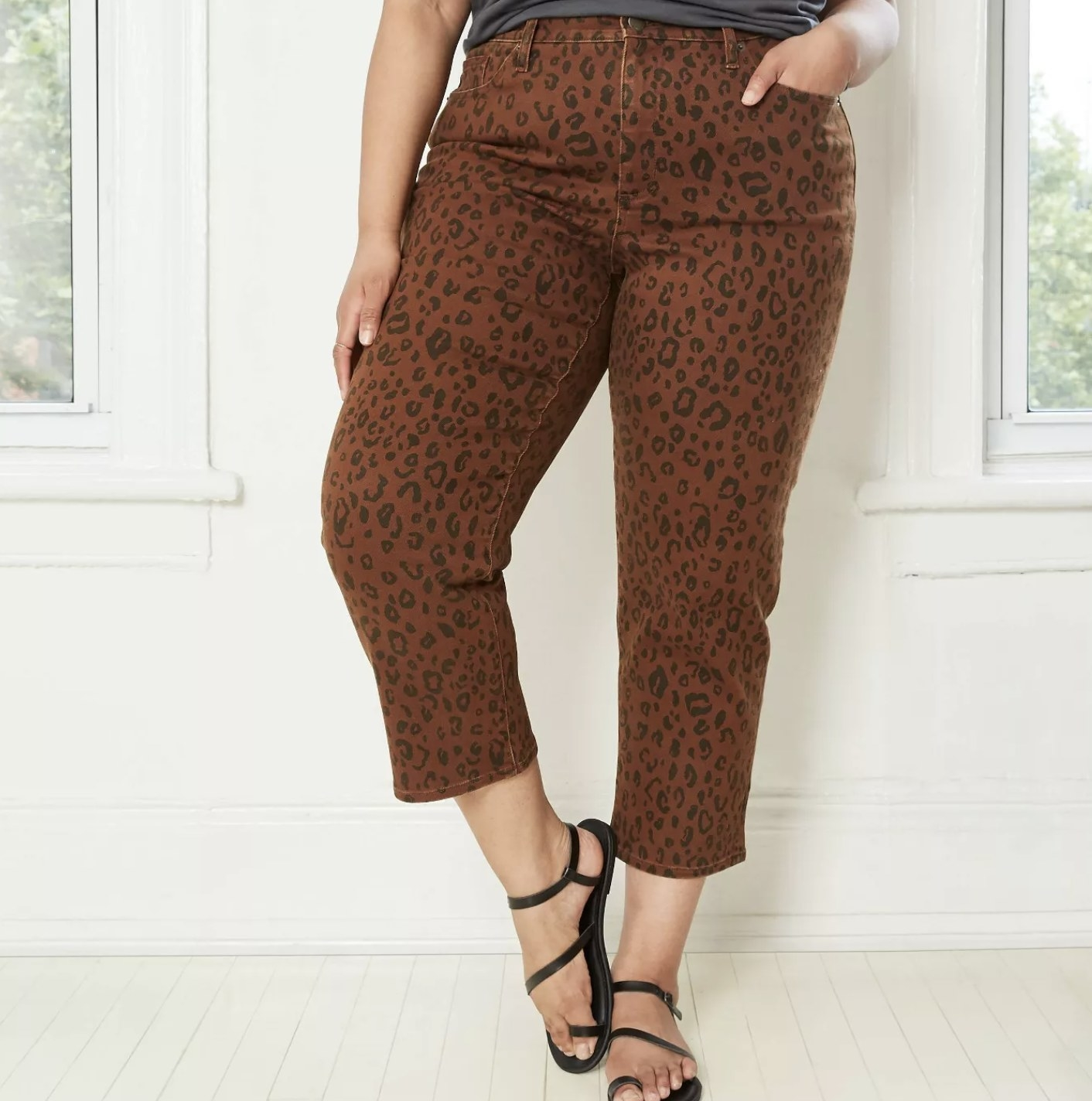 Model is wearing leopard print cropped high waisted jeans