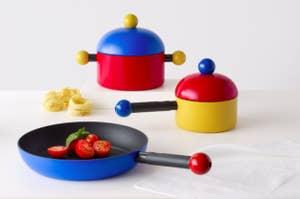 Memphis design cookware set