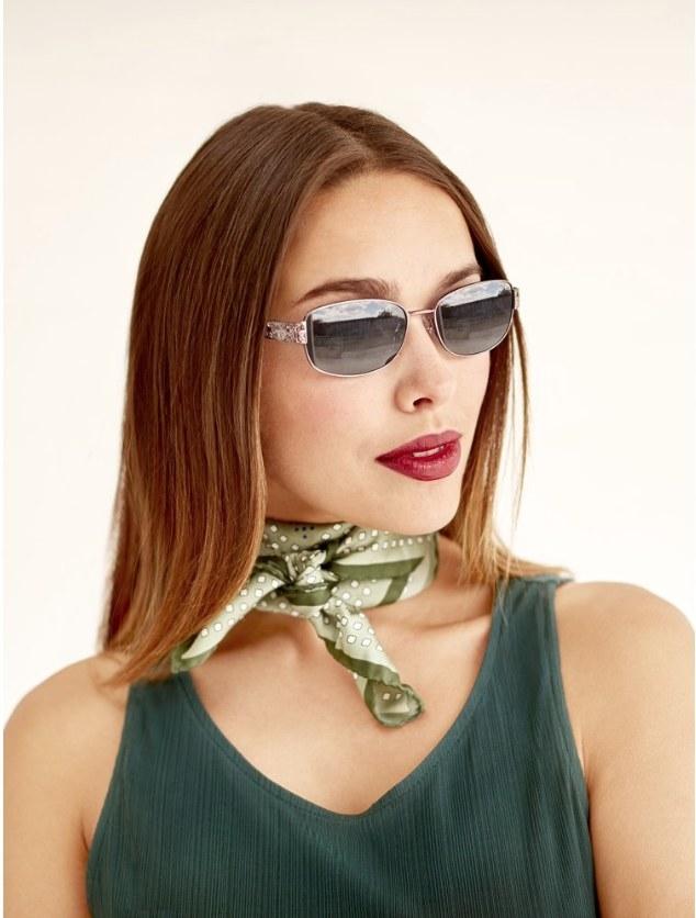 Model wearing oval sunglasses
