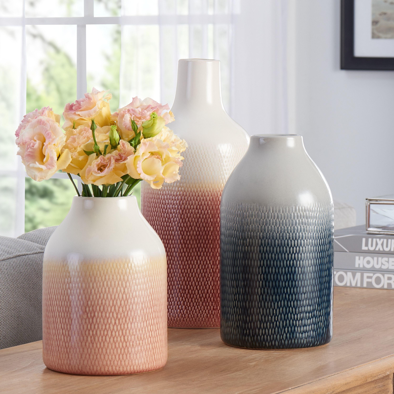 The three vases on table