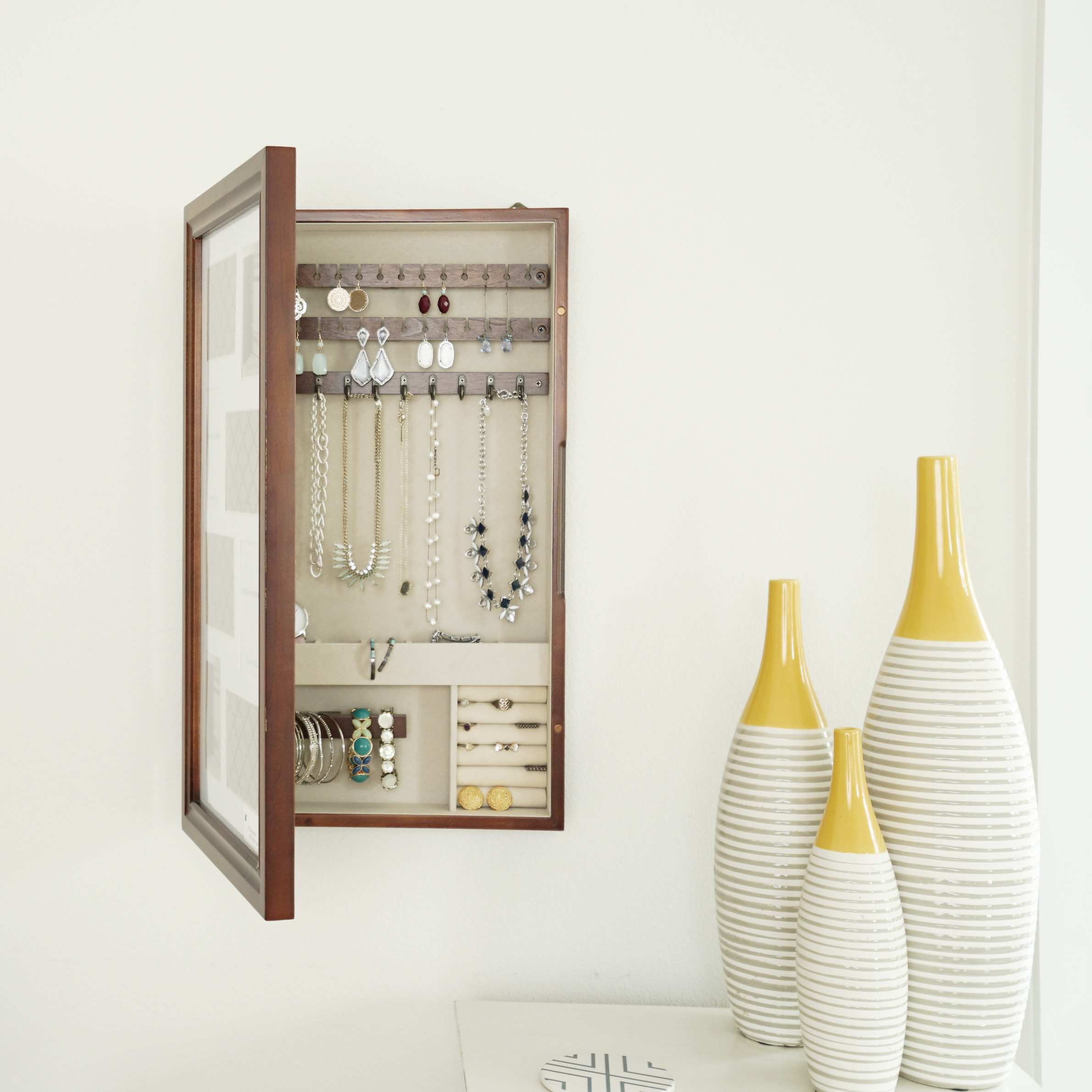 The storage cabinet hanging
