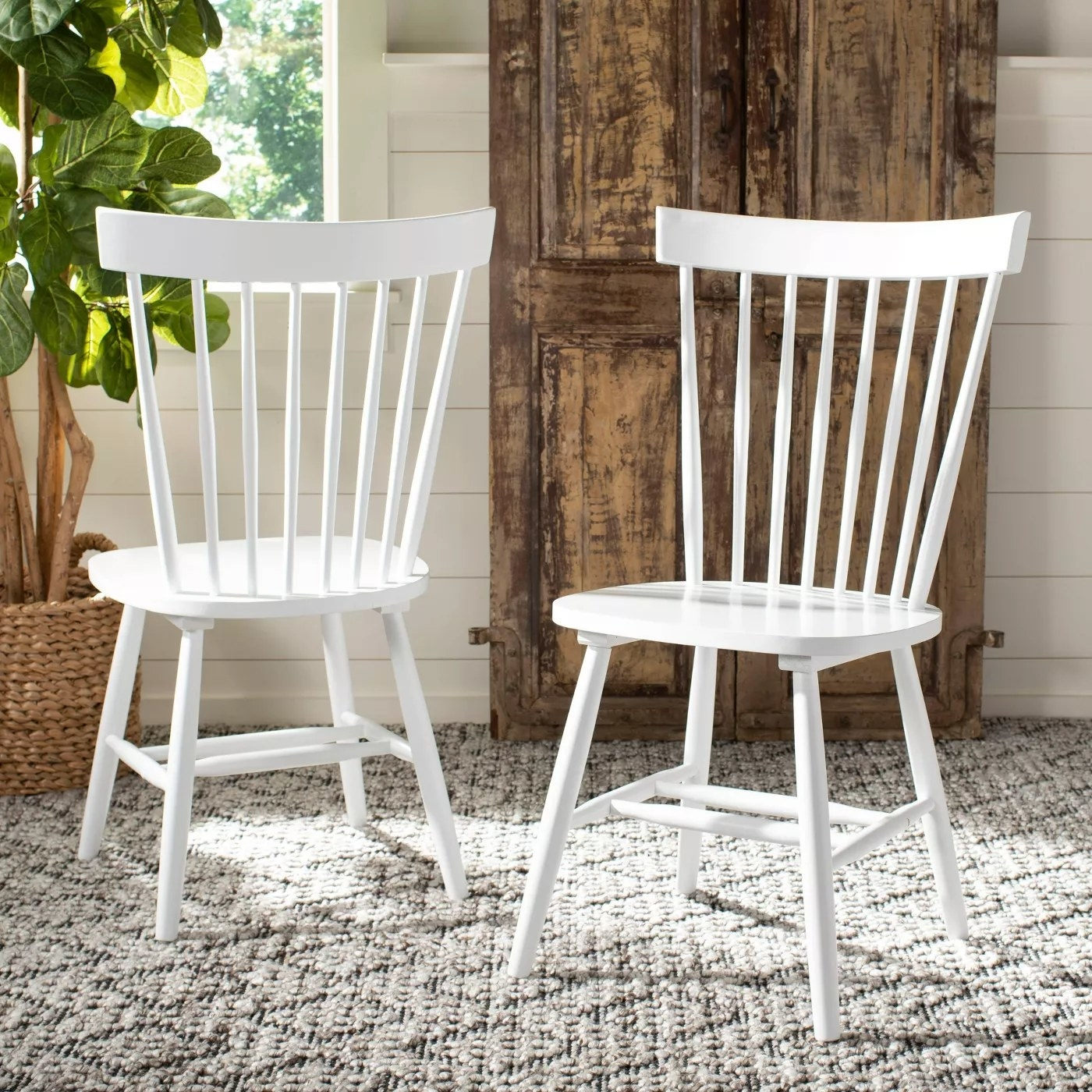 The dining chairs in white