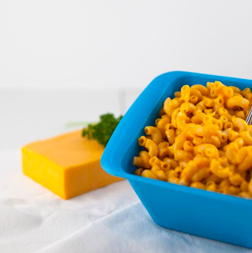 The blue rectangular cooker filled with mac 'n' cheese
