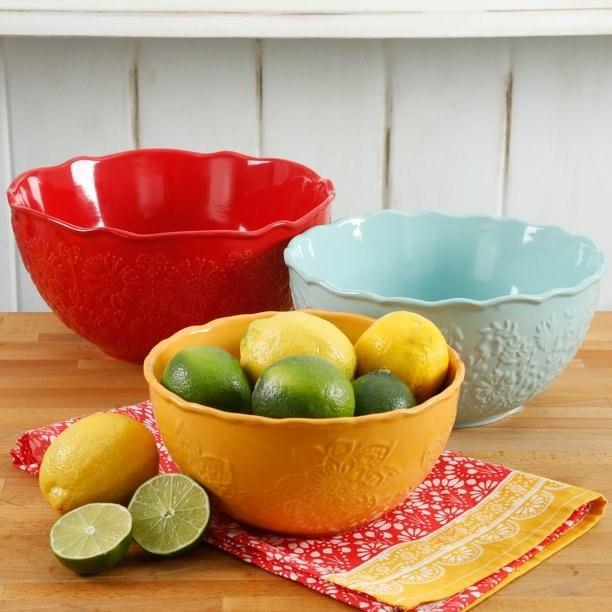The set of three bowls