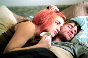 Clementine and Joel laying together in bed in Eternal Sunshine of the Spotless Mind
